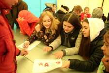 Молодежная комиссия проводит игру среди участников форума
